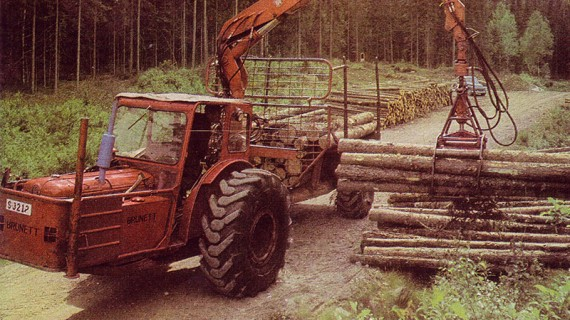En av de första ramstyrda Brunetterna i arbete i Värmlandsskogarna vid 1960-talets början. Lastkapacitet, 10 ton.