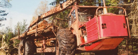VSA-Brunetten är en föregångare genom ramstyrning utan framaxel på vanlig jordbrukstraktor. Endast cirka 200 stycken tillverkades innan den röda Volvofärgen byttes mot Fordblått.