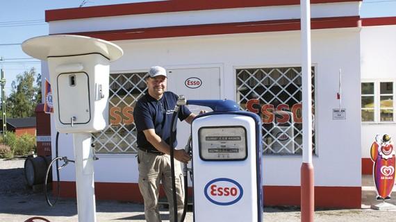 Stig Borg har byggt och rustat upp den gamla bensinmacken i Lörstrand, Järvsö.