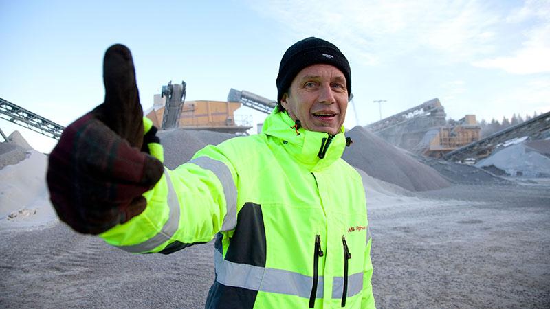Jonas Johansson ser ljust på framtiden. Stenmaterial av hög kvalitet efterfrågas både i Sverige och på kontinenten.