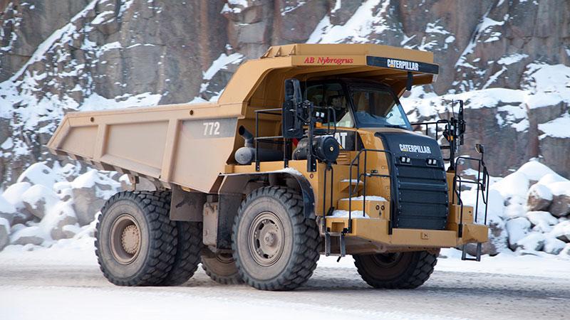 En Cat 772 används för de interna transporterna av krossmaterial.