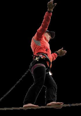 Amerikanska lindanserskan Faith Dickey spelade en central roll i Volvo FHs lansering. Här under ett rekordförsök i Göteborg att nå 80 meter.