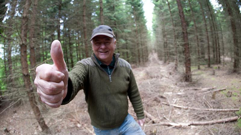 Jan Ivarsson ger tummen upp för en försiktigare förstgallring.