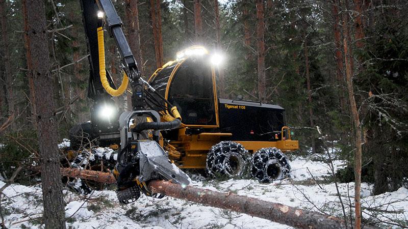 Mindre skogsmaskiner kräver inte så stora körvägar.