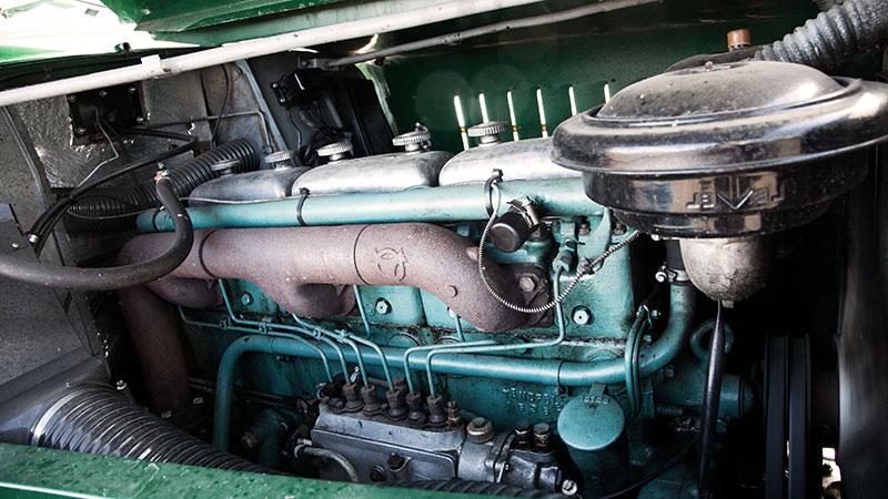 Motorn har fått ny topplockspackning.