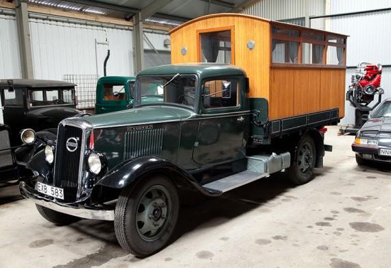 Volvo LV76 från 1937, med påbyggnad för persontransporter.