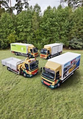 Wiklunds har investerat i fyra miljölastbilar, två metandieselfordon och två elhybridfordon. De två förstnämnda är Volvolastbilar. Elhybridfordonen är av märket DAF. Foto: Martin Ekvall.
