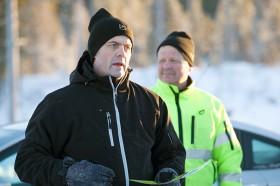 Peter Sörell, vd och marknadschef JPS Teknik. I bakgrunden syns Thorbjörn Westman, Sveaskog.