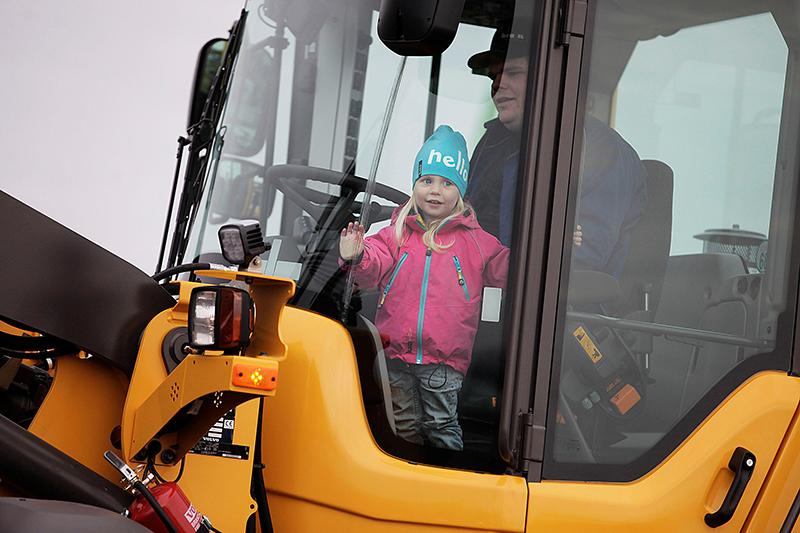 Lilly Ekström från Smedsbyn var en av de yngsta besökarna under fjolårets mässa. Foto: Anders Westergren.
