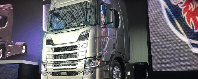 I och med den nya aerodynamiken på hytten kan bränsleförbrukningen minska med så mycket som fem procent enligt Scania.