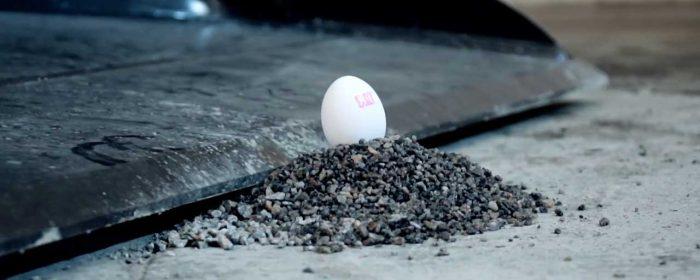 Äggtrick med grävmaskin en viral succé