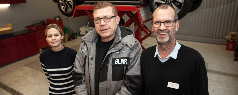 Glada miner i verkstaden. Fr v Emma Svensson, Boguslaw Marciniak samt Alf Svensson.