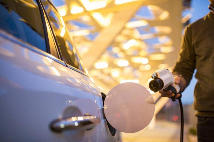 Ny undersökning visar – tjänstebilsförarna vill köra elbil men räckvidden är ett fortsatt hinder