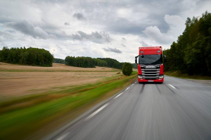 Hat trick för Scania R 450
