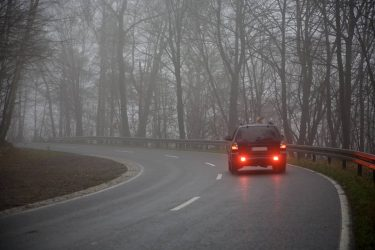 Bränsleskatt ger mest effekt för  att minska koldioxidutsläpp – men slår hårdast mot låginkomsttagare på landsbygd