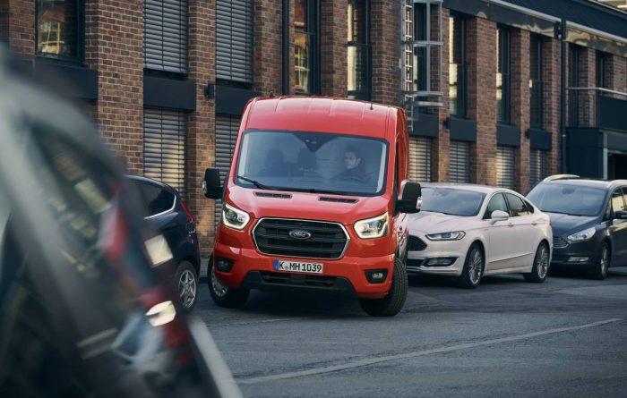 Nya Ford Transits förarhjälp underlättar vid parkering