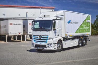 Eldriven 25-tons lastbil körs i vardagstrafik i Leipzig