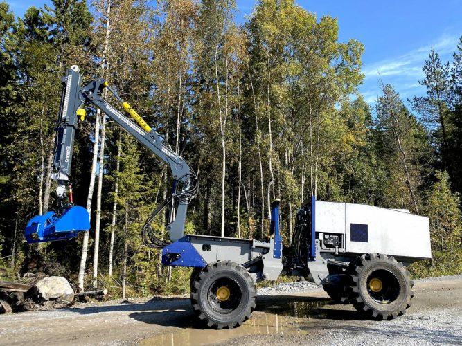 Självkörande skogsmaskin redo för arbete