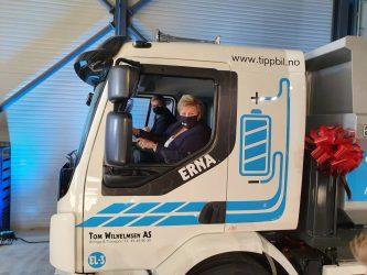 Norges statsminister döpte en av landets första eldrivna tipplastbilar