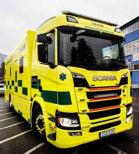 10 meter ambulanslastbil på chassi från Scania – och snart rullar en till