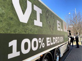 Arla sätter in en av landets första tunga el-lastbilar med kyl