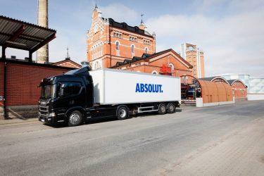 Nu fraktas Absolut med Scania elhybrider